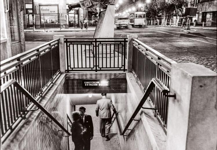 Juan Di Sandro. Entrada al subte, ca. 1959.